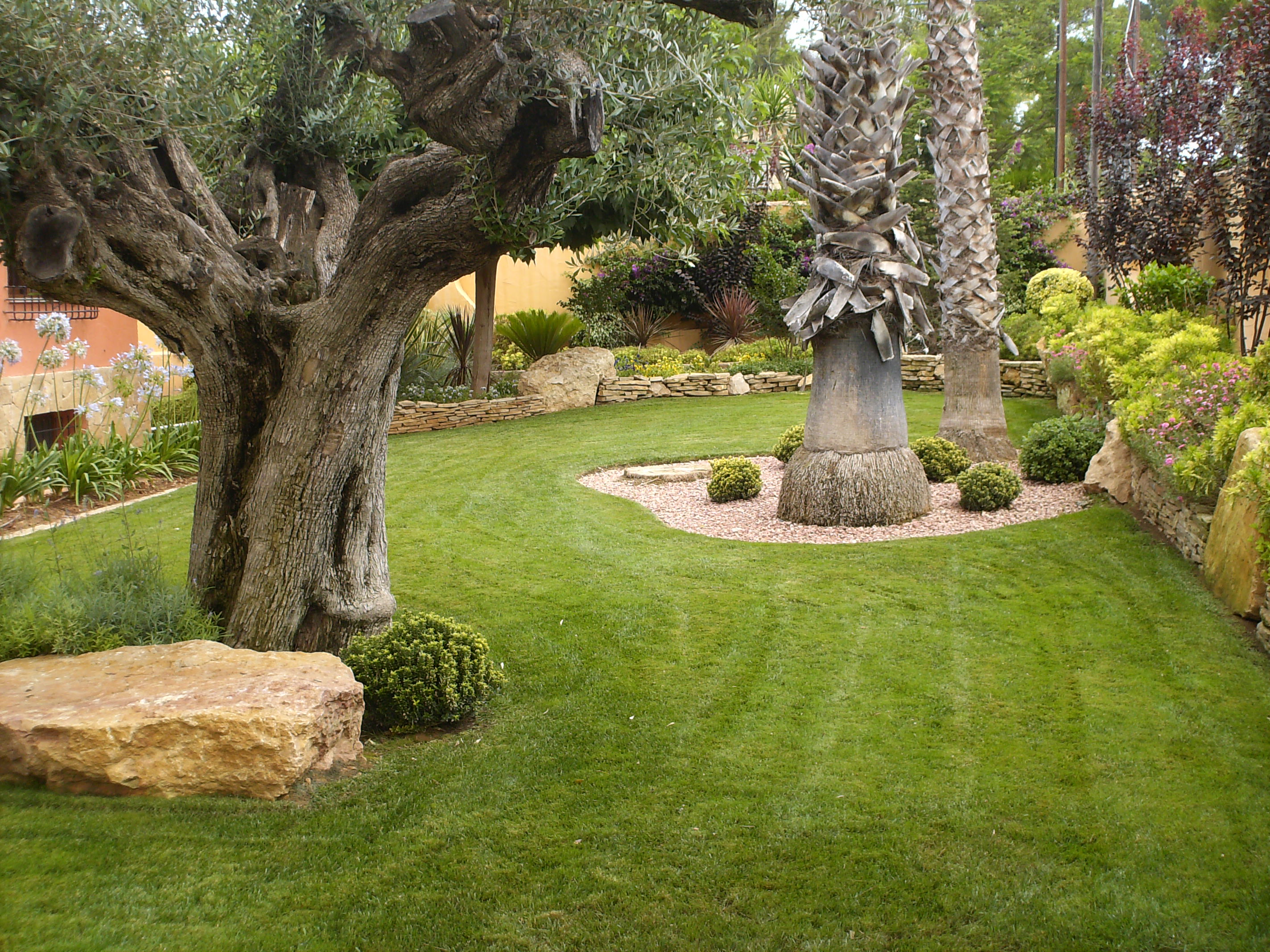 Jardines y exteriores construcciones ramos levante for Figuras para jardines